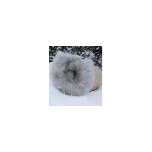 Kardet ull, lys grå trøndersau